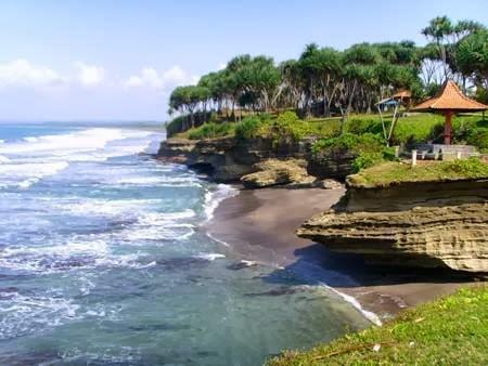 Pantai Karang Hiu Ciamis